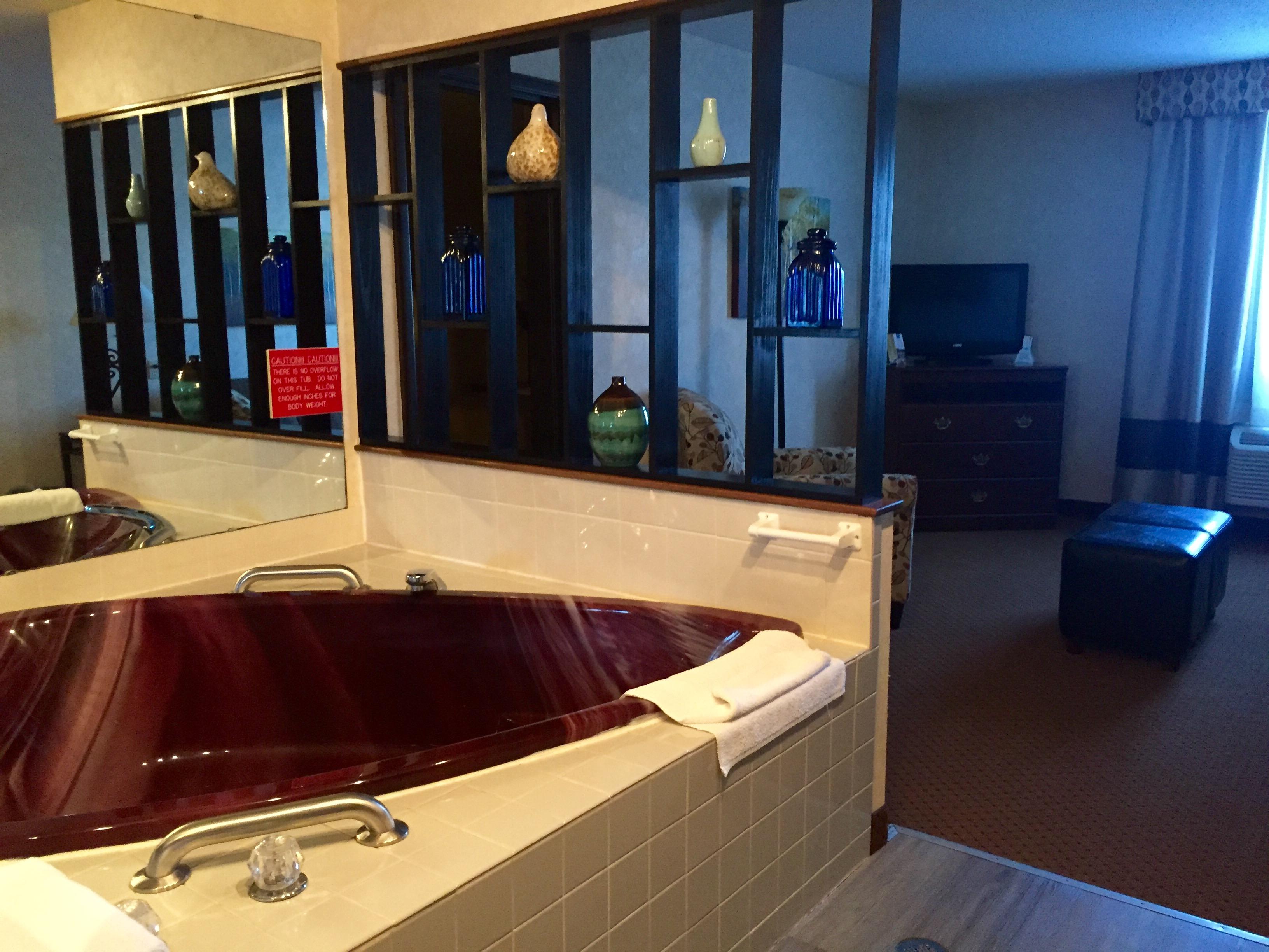 Newberry Lodging Honeymoon Suite