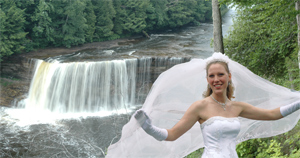 Weddings at the Tahquamenon Falls State Park in Michigan