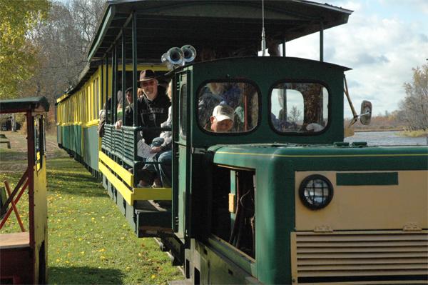 Toonerville - Train